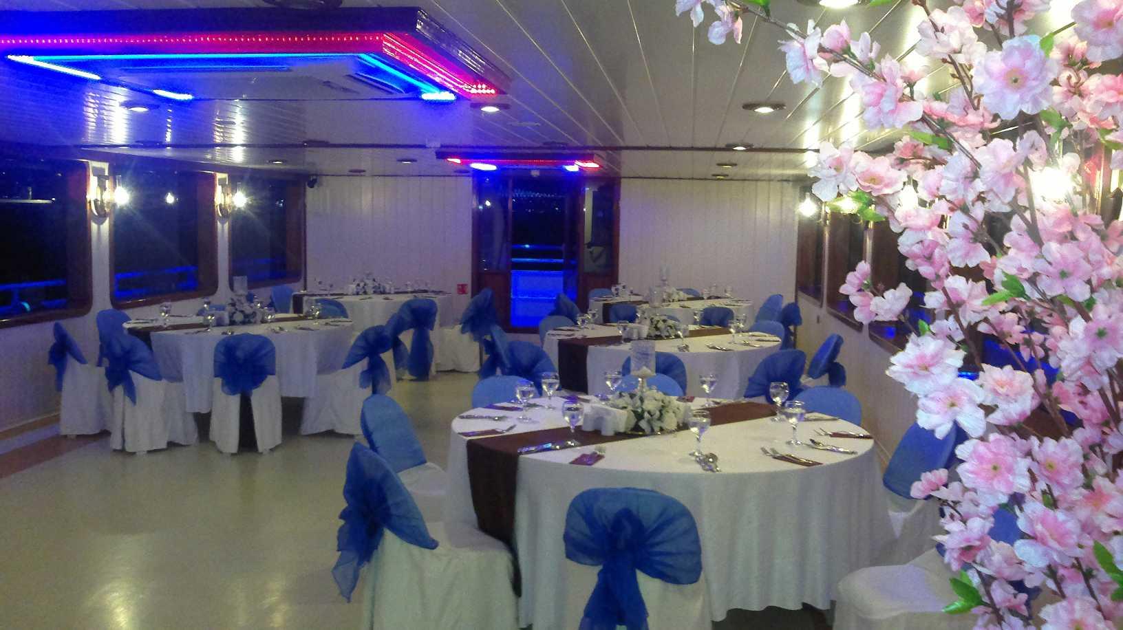 bateau-restaurant-24m-200-passagers-2.jpg