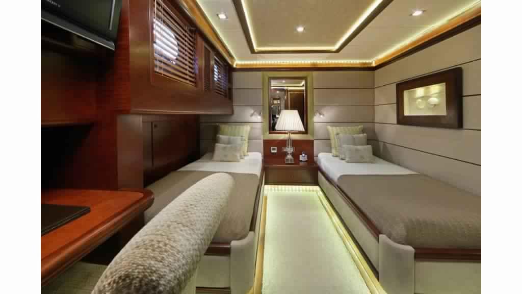 goelette-ultra-luxe-43m-10-passagers-19.jpg