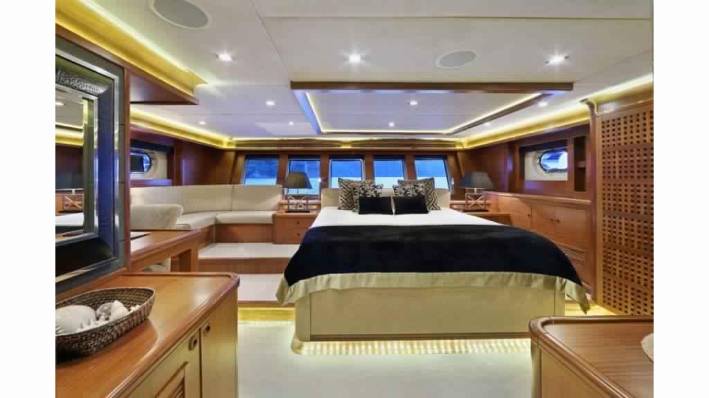 goelette-ultra-luxe-43m-10-passagers-27.jpg