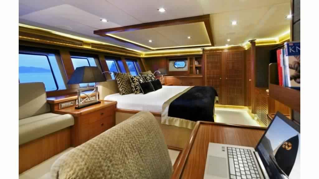 goelette-ultra-luxe-43m-10-passagers-30.jpg