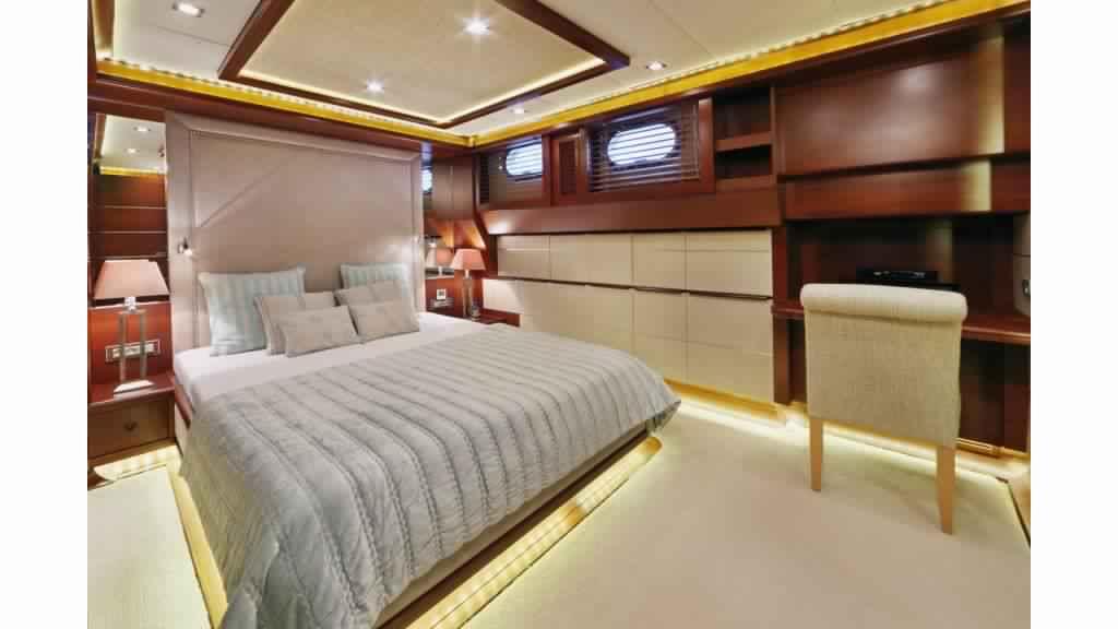 goelette-ultra-luxe-43m-10-passagers-5.jpg