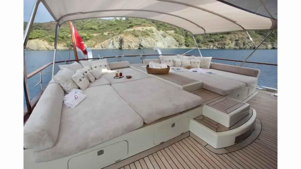 goelette-ultra-luxe-43m-10-passagers-9.jpg