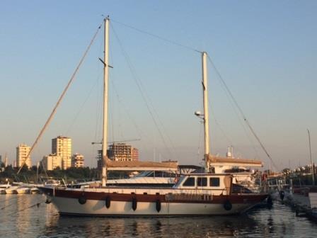 goelette-20m-renovee-2016-8-pax-a-vendre-prestige-boat-24.jpg