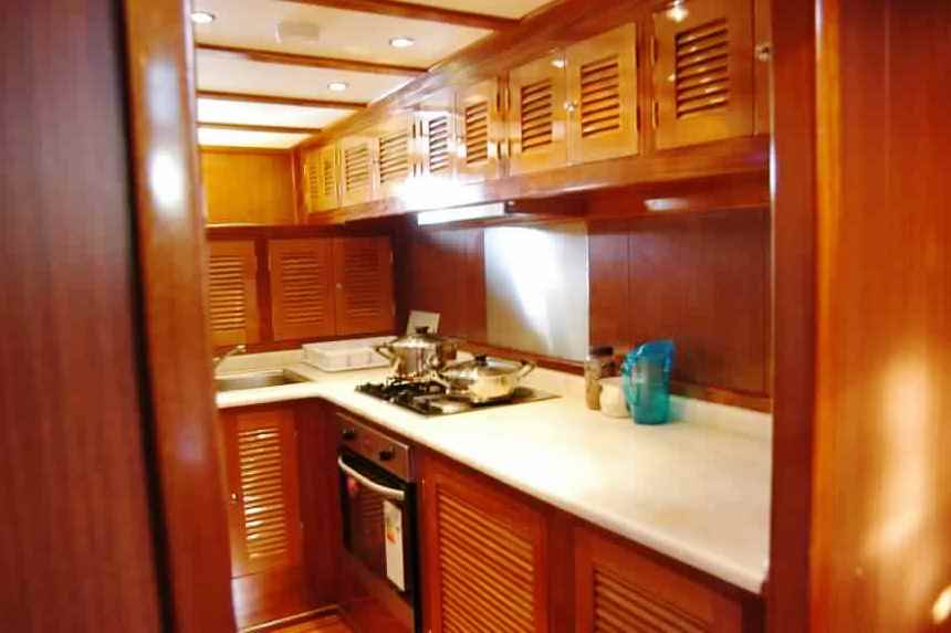 goelette-luxe-28m-6-pax-a-vendre-prestige-boat-29.jpg