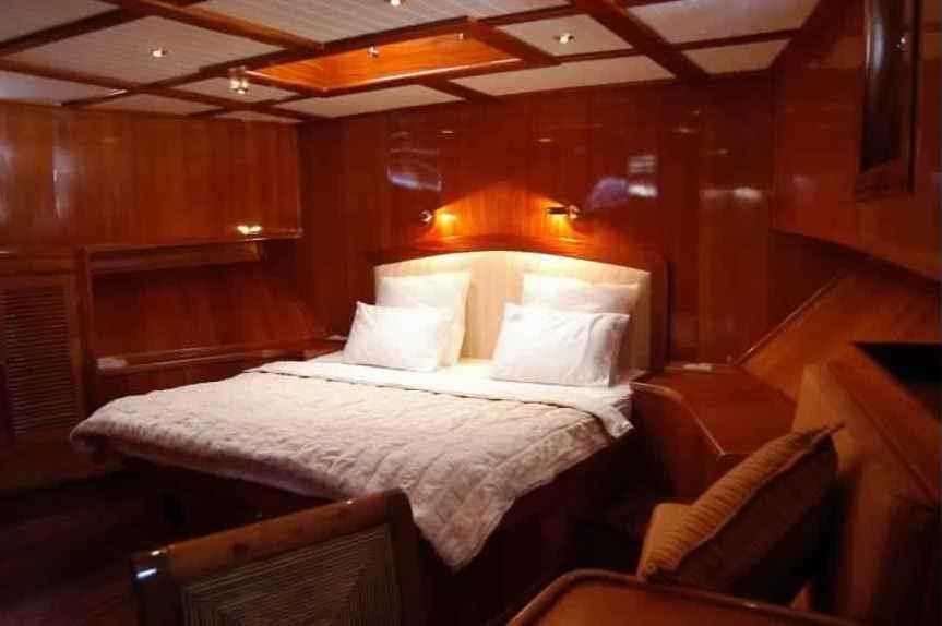 goelette-luxe-28m-6-pax-a-vendre-prestige-boat-4.jpg