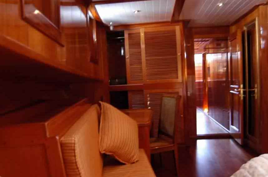 goelette-luxe-28m-6-pax-a-vendre-prestige-boat-7.jpg