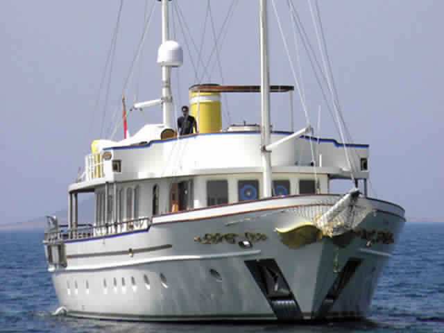 yacht-classique-deluxe-31m-8-pax-VIP-1.jpg