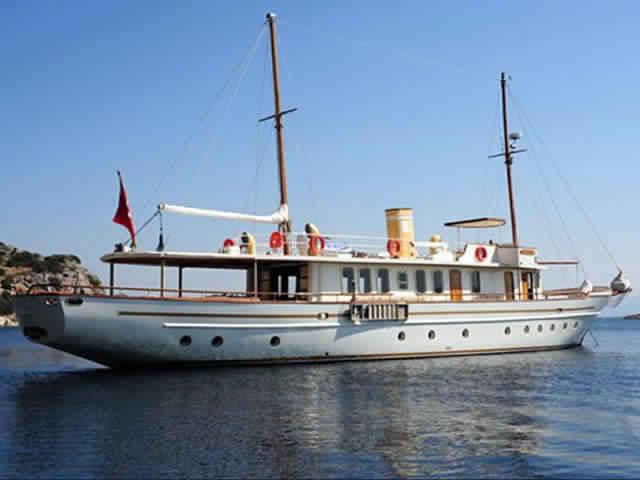 yacht-classique-deluxe-31m-8-pax-VIP-12.jpg