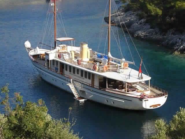 yacht-classique-deluxe-31m-8-pax-VIP-14.jpg