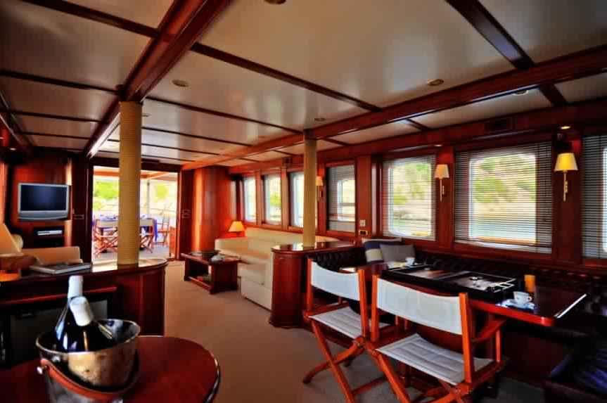 yacht-classique-deluxe-31m-8-pax-VIP-17.jpg