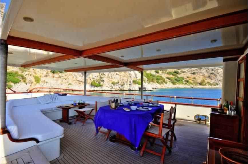 yacht-classique-deluxe-31m-8-pax-VIP-18.jpg