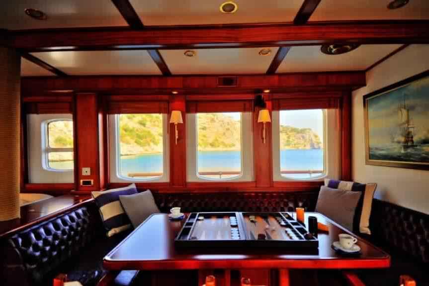 yacht-classique-deluxe-31m-8-pax-VIP-25.jpg