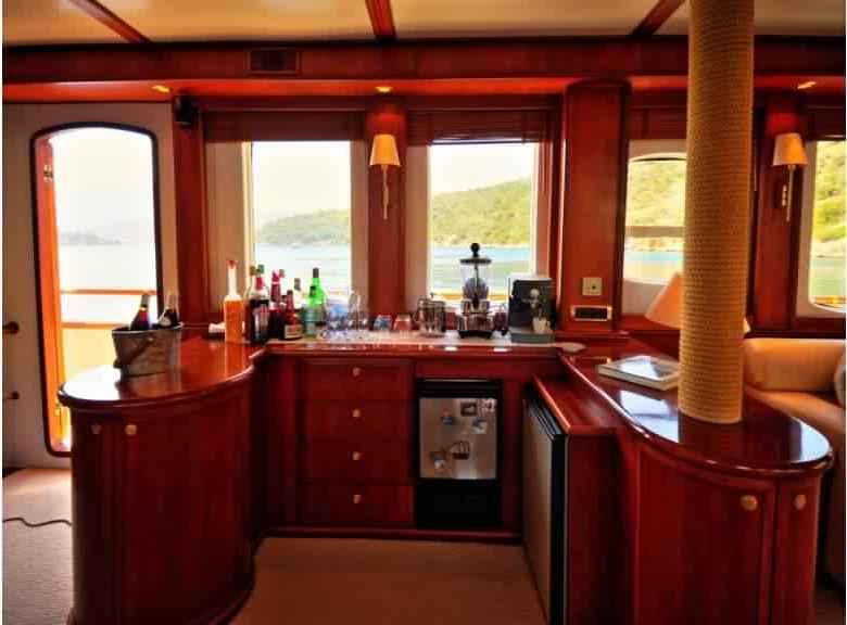 yacht-classique-deluxe-31m-8-pax-VIP-26.jpg