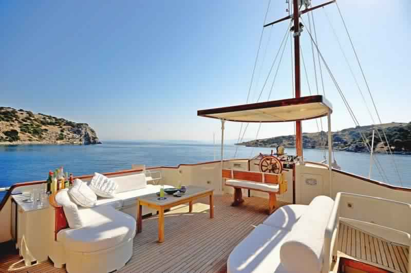 yacht-classique-deluxe-31m-8-pax-VIP-28.jpg