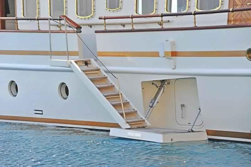 yacht-classique-deluxe-31m-8-pax-VIP-30.jpg