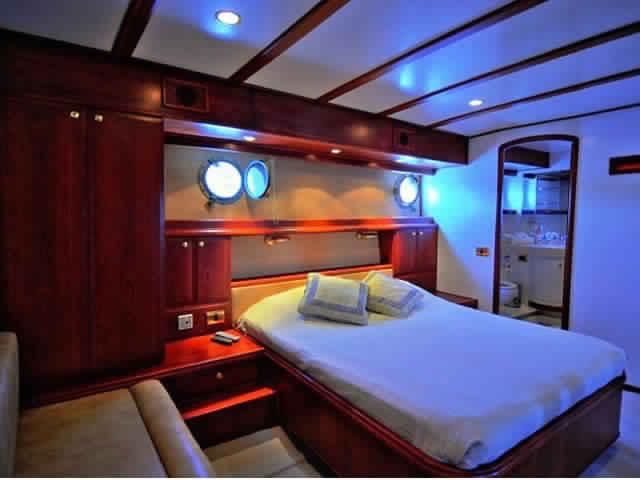 yacht-classique-deluxe-31m-8-pax-VIP-38.jpg